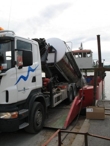 Loading Ambjörn with a truck